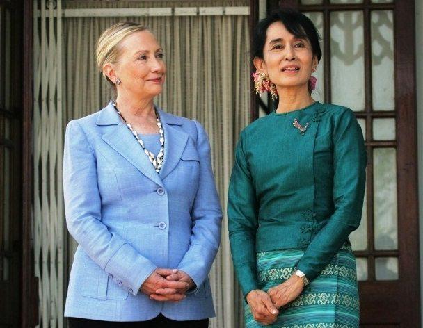 HP De Tijd – Hillary begrijpt de kunst van het spiegelen, 2 december 2011