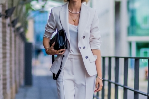How to dress for work in the summer